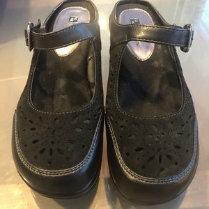 White Mountain Women's Open Heel Shoes-Size 8M